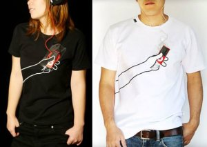 hand-t-shirt-iphone-android-phone-smartphone-holder-on-t-shirt-3